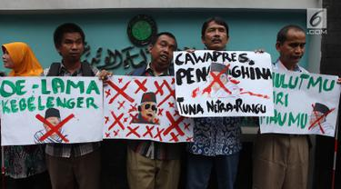 Massa penyandang disabilitas yang tergabung dalam Persatuan Aksi Sosial Tuna Netra Indonesia (PASTI) menggelar aksi di depan kantor Majelis Ulama Indonesia (MUI), Jakarta Pusat, Rabu (14/11). (Merdeka.com/Imam Buhori)