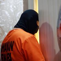 """Dia (RS) memang pemakai berat, sampai menggunakan narkoba jenis kokain juga,"" ucap Iptu Edy Suprayitno di Polres Metro Jakarta Selatan, Jumat (3/6/2016). (Deki Prayoga/Bintang.com)"