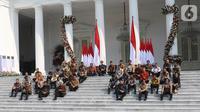 Presiden Joko Widodo atau Jokowi (tengah) didampingi Wakil Presiden Ma'ruf Amin memperkenalkan para menteri Kabinet Indonesia Maju di Istana Merdeka, Jakarta, Rabu (23/10/2019). Kabinet Indonesia Maju akan membantu Jokowi-Ma'ruf pada periode 2019-2024. (Liputan6.com/AnggaYuniar)