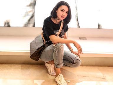 Kecantikan penyanyi dangdut kelahiran 26 Februari 1992 ini sudah menjadi rahasia umum. Sebagai publik figur, Wika Salim dituntut untuk berpenampilan menarik. Bak model profesional, Wika selalu punya cara agar penampilannya selalu modis dan tak membosankan. (Liputan6.com/IG/@wikasalim)