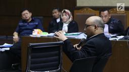Penyidik KPK, Novel Baswedan memberi keterangan sebagai saksi pada sidang dugaan menghalangi proses penyidikan terhadap Eddy Sindoro dengan terdakwa, Lucas di Pengadilan Tipikor, Jakarta, Kamis (10/1). (Liputan6.com/Helmi Fithriansyah)