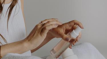 Titik Kritis Penuaan, Ini 5 Langkah Skincare yang Tepat di Usia 40-an