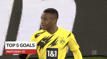 Cover berita video 5 gol terbaik yang terjadi pada pekan ke-25 Bundesliga 2020/2021, termasuk di dalamnya torehan wonderkid Borussia Dortmund, Youssoufa Moukoko.
