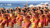 Pragmen Tari meriahkan penutupan Nusa Penida Festival 2019.  foto: istimewa