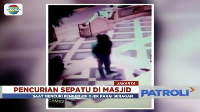 Pengemudi ojek online tertangkap kamera CCTV sedang mencuri beberapa sepatu di Masjid Al-Anwar, Pondok Bambu, Jakarta Timur.