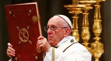 201612225-Misa-Natal-Italia-Paus-Fransiskus-Reuters
