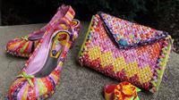 Seorang wanita berhasil menciptakan tas, baju, hingga sepatu dari bungkus permen. Bagaimana hasilnya?