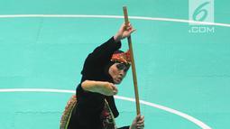 Pesilat Indonesia, Puspa Arumsari tampil dalam final nomor seni tunggal putri Asian Games 2018 di Padepokan Pencak Silat, TMII, Senin (27/8). Puspa Arumsari mempersembahkan emas ke-13 untuk Indonesia lewat cabor pencak silat. (Merdeka.com/Arie Basuki)