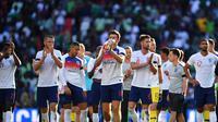 Selebrasi para pemain Timnas Inggris usai menang 2-1 atas Nigeria pada uji coba jelang Piala Dunia 2018 di Wembley Stadium, Minggu (3/6/2018) dinihari WIB. (Ben STANSALL / AFP)