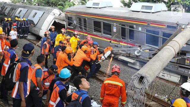 Proses Evakuasi KRL Anjlok di Bogor