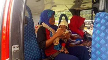evakuasi balita tanpa anus di Halmahera