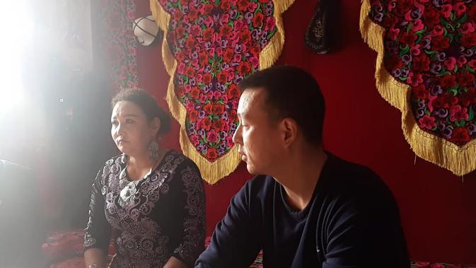 Gulnur Turdumanet dan Nurbek Bay, sepasang saudara etnis Kirgiz di Turugart, Wuqia County, Prefektur Otonomi Kizilsu Kirgiz, Wilayah Otonomi Xinjiang-Uighur (Rizki Akbar Hasan / Liputan6.com)#source%3Dgooglier%2Ecom#https%3A%2F%2Fgooglier%2Ecom%2Fpage%2F%2F10000