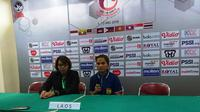 Pelatih Laos U-16 Putri dalam sesi konferensi pers Pemain Timnas Indonesia yang Menginspirasi Timnas Putri U-16. (Bola.com/Muhammad Ivan Rida)