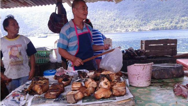 Warga di Kepulauan Sangihe masih melakukan perburuan ikan hiu meski pemerintah telah menyosialisasikan larangan berburu ikan jenis ini. (Liputan6.com/Yoseph Ikanubun)
