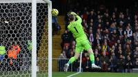 Kiper MU David De Gea melakukan blunder saat melawan Watford (AP)