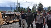 Kapolda Papua Irjen Pol Paulus Waterpauw saat memantau dampak kerusuhan Wamena. (Liputan6.com/ Istimewa/ Katharina Janur)