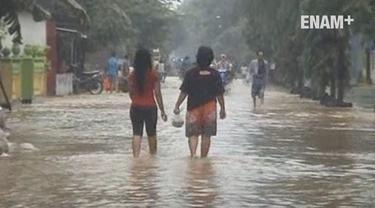 Banjir merendam wilayah Jombang Jawa Timur, 3 kecamatan dan ribuan rumah warga tergenang banjir. Banjir juga melumpuhkan aktivitas warga dan sekolah
