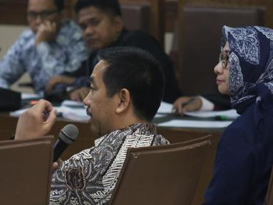 Presdir PT Angkasa Pura (AP) II, Muhammad Awaluddin (kedua kanan) menjawab pertanyaan saat menjadi saksi pada sidang lanjutan dugaan suap pengadaan Baggage Handling System (BHS) dengan terdakwa Andi Taswin Nur di Pengadilan Tipikor, Jakarta, Senin (18/11/2019). (Liputan6.com/Helmi Fithriansyah)