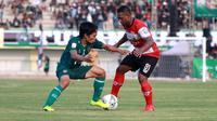 Laga uji coba Persatu versus Madura United sekaligus peresmian Stadion Bumi Wali, Tuban (15/6/2019). (Bola.com/Aditya Wany)