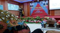 Saat memberikan kuliah umum Fakultas Kedokteran Universitas Halu Oleo, Kendari, Sulawesi Tenggara, Kepala BKKBN Hasto Wardoyo menekankan pentingnya berhenti merokok agar menghasilkan generasi yang unggul. (Aditya Eka Prawira/Liputan6.com)