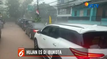 Selain itu, penutupan jalan akibat pohon tumbang dilakukan di Jalan Diponegoro, Menteng, Jakarta Pusat, atau tepatnya di depan rumah dinas kedutaan besar Belanda.