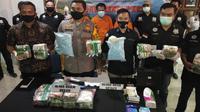 Dari pengungkapan kasus narkoba ini ditangkap seorang petani yang diketahui sebagai bandar.