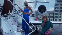Justin Bieber dan Hailey Baldwin berfoto saat berlibur ke Florida menggunakan pesawat jet pribadi. (Instagram/haileybaldwin)