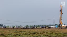 Sejumlah kendaraan pemudik melaju di tol fungsional (tol darurat) Brebes Timur-Pemalang di Tegal, Jawa Tengah, Jumat (30/6). Selama arus balik dari arah Jawa Tengah menuju Jakarta, jalan tol darurat ini akan dibuka 24 jam. (Liputan6.com/Faizal Fanani)
