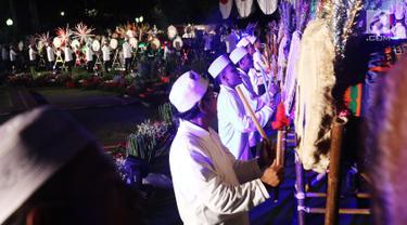 Peserta mengikuti Festival Pukul Beduk dan Gema Takbir 2017 di Balai Kota, Jakarta, Sabtu (24/6). Kegiatan tersebut bertujuan untuk merayakan Hari Raya Idul Fitri 1438H. (Liputan6.com/Angga Yuniar)