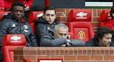 Manajer Manchester United (MU) Jose Mourinho dan Darmian (belakang). (Martin Rickett / PA via AP)