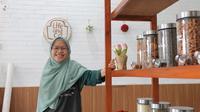 Direktur Eksekutif Bulkstore Semarang, Falasifah sat pembukaan toko tanpa plastik. (foto: liputan6.com/erlinda/edhie prayitno ige)