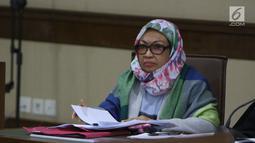 Terdakwa kasus suap pengadaan barang dan jasa di Pemkot Kendari, Fatmawati Faqih saat menjalani sidang lanjutan di Pengadilan Tipikor, Jakarta, Rabu (8/8). Sidang mendengar keterangan saksi. (Liputan6.com/Helmi Fithriansyah)