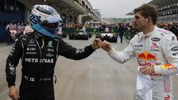 Hasil baik diraih pembalap Red Bull Racing, Max Verstappen yang finish di posisi kedua dan kembali ke puncak klasemen untuk menggeser Lewis Hamilton. (AP/Pool/Umit Bektas)