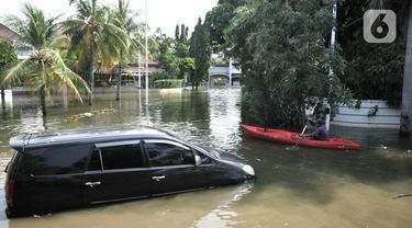 Banjir Rob Rendam Perumahan Pantai Mutiara Akibat Tanggul Jebol