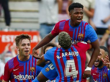 Barcelona dapat saja kehilangan 6 pemainnya, yang sebagian besar para pemain muda, secara gratis musim depan. Akhir musim ini kontrak mereka habis bersama Blaugrana. Klub harus bertindak cepat dan cermat jika tidak ingin kehilangan 6 pemain berikut. (AP/Joan Monfort)