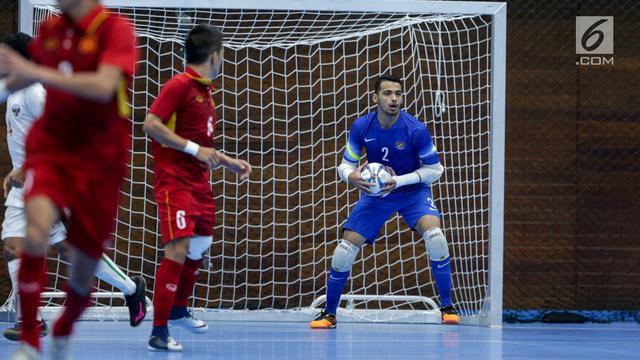 Bola Beli Perlengkapan Yang Harus Digunakan Kiper Futsal Dari Finger Tape Sampai Shin Guard Ragam Bola Com