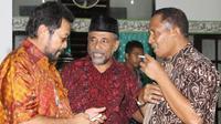 Thaha Al Hamid (tengah) bersama tokoh Papua lainnya. (Liputan6.com/Katharina Janur)
