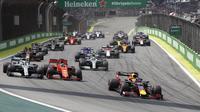 Pembalap Red Bull Honda Max Verstappen terus memimpin sejak awal untuk memenangkan balapan Formula 1 (F1) GP Brasil 2019 di Sirkuit Autodromo Jose Carlos Pace, Minggu (17/11/2019) atau Minggu dini hari WIB. (AP Photo/Nelson Antoine)