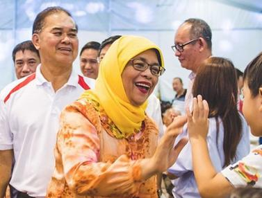 PHOTO: Gaya Blusukan Halimah Yacob, Perempuan Pertama yang Akan Jadi Presiden Singapura
