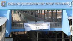 Penampakan jembatan penyeberangan multiguna (JPM) atau Skybridge Tanah Abang, Jakarta, Jumat (7/12). Selama uji coba, Skybridge Tanah Abang dibuka mulai pukul 07.00 sampai 18.00 WIB. (Liputan6.com/Immanuel Antonius)
