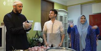 Syeh Ali Jaber Masak bareng Raffi Ahmad dan Nagita Slavina (Youtube/Syekh Ali Jaber)
