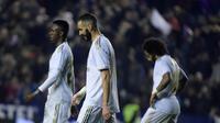 Dua pemain Real Madrid, Vinicius Junior dan Karim Benzema. (AFP/Jose Jordan)