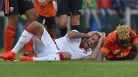 Jeremy Menez meringis kesakitan usai terinjak pemain lawan (Goal)