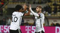 stirker Jerman, Timo Werner (kanan), melakukan selebrasi saat menghadapi Makedonia Utara dalam lanjutan Kualifikasi Piala Dunia 2022, Selasa (12/9/2021) dini hari WIB. (AP Photo/Boris Grdanoski)