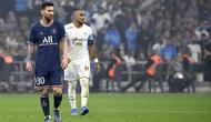 Penyerang PSG, Lionel Messi, masih belum mampu mencetak gol di Ligue 1 musim ini. Teranyar, Messi gagal mencetak gol ketika PSG ditahan 0-0 Olympique Marseille di Stade Orange Velodrome pada pekan ke-11, Senin (25/10/2021). (AFP/Nicolas Tucat)