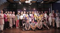 Total 20 Finalis Puteri Muslimah Indonesia 2019 Indosiar berfoto bersama team leader KLY, di Gedung KLY, Senin (21/4). (Zulfikar Abubakar).