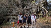 Asyiknya, para pemenang video Pesona Asian Games ini berlibur ke Labuan Bajo.