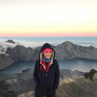 Lala Karmela di Gunung Rinjani (Instagram/lalakarmela)