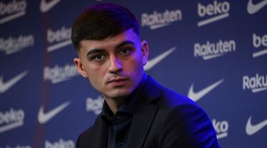 Pedri merupakan pemain muda yang memiliki klausul pelepasan paling tinggi di Liga Spanyol. Gelandang 18 tahun tersebut ini dikabarkan menandatangani kontrak dengan klausul pelepasan sebesar 1 miliar euro di Barcelona. (AFP/lluis Gene)