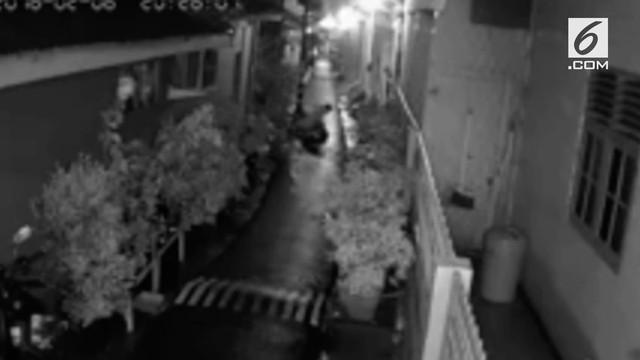 Beredar rekaman CCTV pelecehan seksual dan kekerasan fisik yang dialami oleh seorang wanita di kawasan Jatinegara